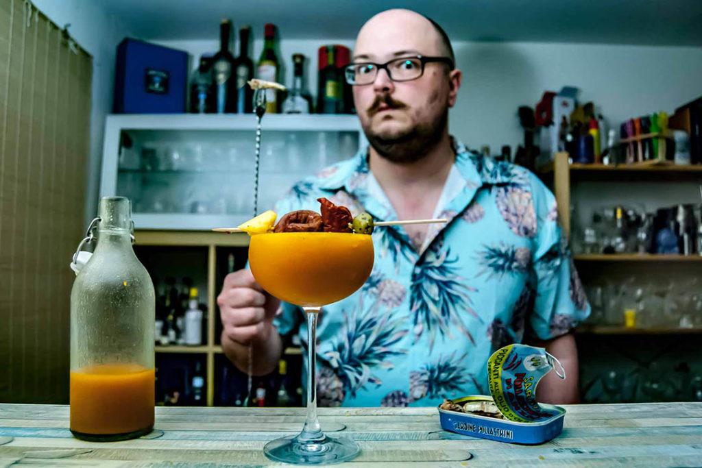 Kreative Grenzen beim Cocktail Mixen? Nicht mit Johann Trasch von Cocktailbart.de. Buttermilch-Margarita