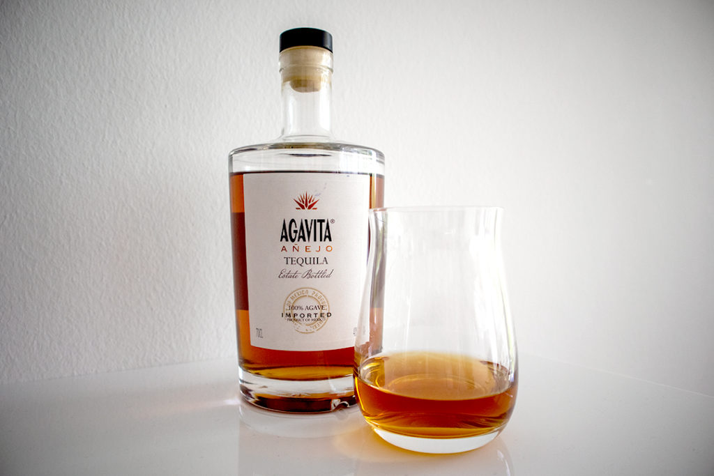 """Der Añejo von Agavita*. 1 Jahr im Fass und tiefdunkel die Färbung. """"Respekt""""! Zusatzstoffe in Tequila?"""