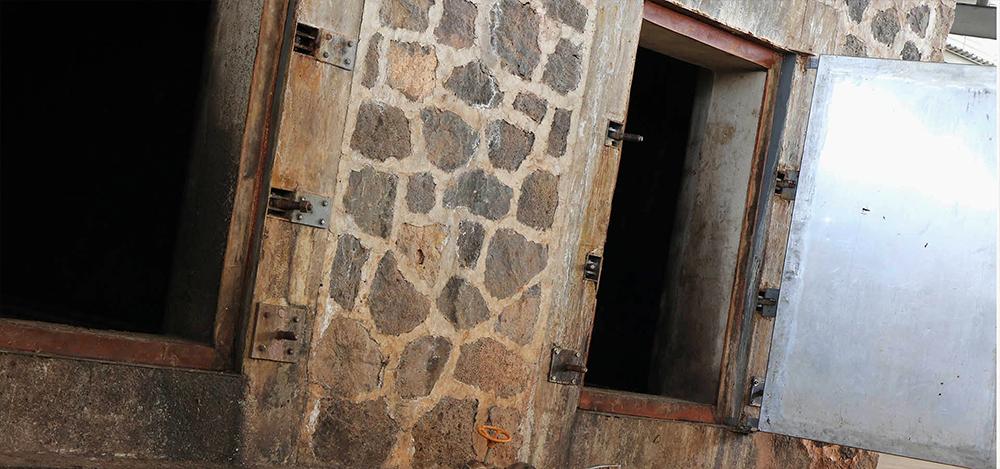 Der doppelstöckige Agaven-Ofen. Eine innovative Eigenkonstruktion vom Master Distillier Felipe Camarena persönlich.