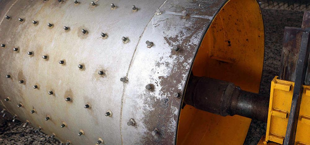 """Die selbstgebaute Tahona wiegt ca. 8 Tonnen und wird liebevoll """"Felipestein"""" genannt. Damit werden die gekochten Agaven entsaftet."""