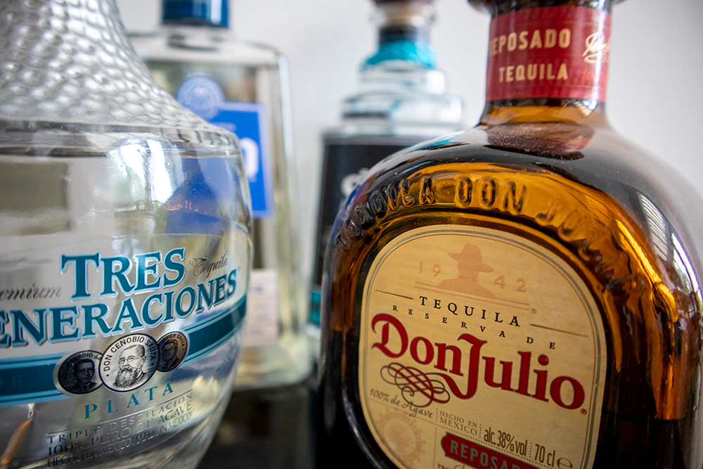 Kleine Auswahl an verschiedenen Tequila Flaschen.